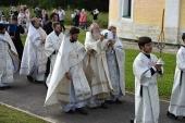 Митрополит Каширский Феогност освятил храм Живоначальной Троицы в Васюнине г. Москвы