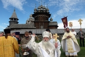 После многолетней реставрации освящена Преображенская церковь на острове Кижи