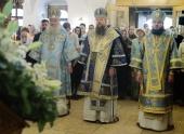 В праздник Донской иконы Богоматери митрополит Воскресенский Дионисий возглавил Литургию в Донском ставропигиальном монастыре