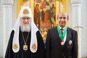 Святейший Патриарх Кирилл наградил специального представителя Коптской Патриархии доктора Антона Милада орденом Славы и чести