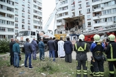 В подмосковном Ногинске священники оказывают помощь пострадавшим при взрыве жилого дома