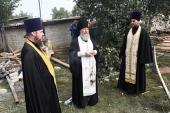 Священники дежурят на месте взрыва жилого дома в Липецкой области
