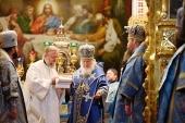В праздник Покрова Пресвятой Богородицы Святейший Патриарх Кирилл совершил Литургию в Храме Христа Спасителя