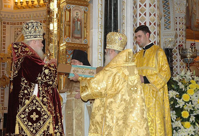 В день 45-летия архиерейской хиротонии Святейший Патриарх Алексий принимает поздравления в храме Христа Спасителя