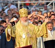 Предстоятель Русской Православной Церкви совершил Божественную литургию на месте крещения святого равноапостольного князя Владимира