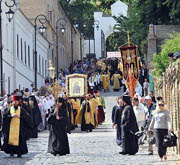 В день памяти святого равноапостольного князя Владимира состоялся многотысячный крестный ход к Дальним пещерам Киево-Печерской лавры