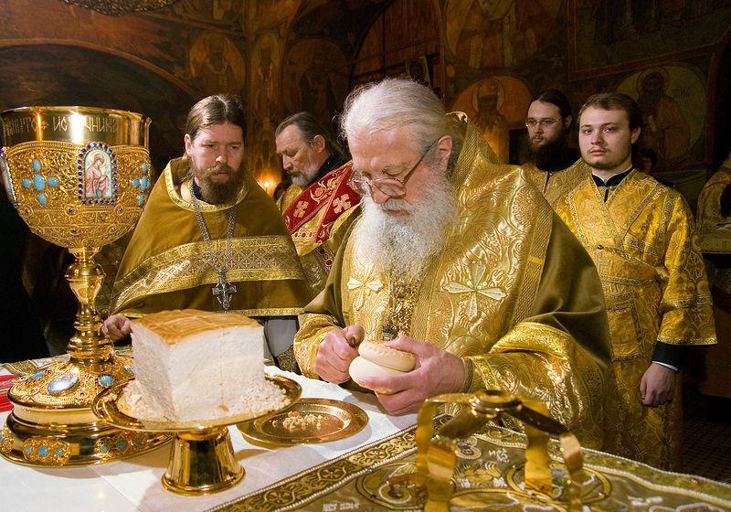 24 февраля 2008 г., Москва. Божественная литургия в московском Сретенском монастыре (фото сайта Православие.ru).