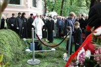 Александр Солженицын похоронен на кладбище Донского монастыря