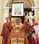 Архиепископ Истринский Арсений возглавил торжества по случаю престольного праздника храма святых Веры, Надежды, Любови и матери их Софии на Миусском кладбище