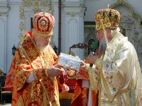 В Киеве состоялось перенесение десницы святителя Спиридона Тримифунтского из Свято-Успенской лавры в храм Всех Святых