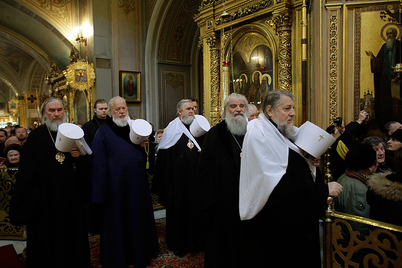 Молебен избранного Патриархом Московским и всея Руси митрополита Кирилла в Богоявленском кафедральном соборе