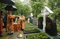 Святейший Патриарх Кирилл совершил освящение надгробий А.И. Деникина, И.А. Ильина и И.С. Шмелева на кладбище Донского монастыря