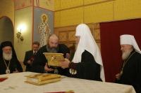 Святейший Патриарх Алексий передал часть мощей святителя Арсения Элассонского Элладской Православной Церкви