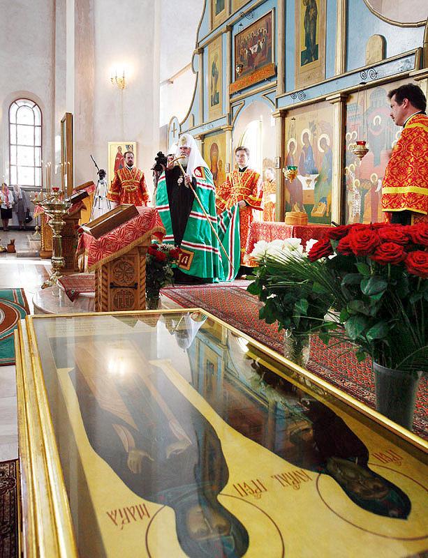 ...Московский и всея Руси Алексий II посетил Покровский Хотьков ставропигиальный женский монастырь, расположенный...
