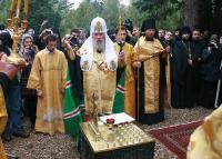 Святейший Патриарх Алексий совершил панихиду по русским эмигрантам на кладбище Сен-Женевьев-де-Буа