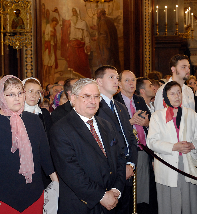 Богослужение в храме Христа Спасителя, первое после восстановления единства Русской Православной Церкви