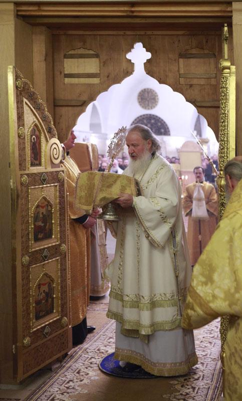Божественная литургия в Храме Христа Спасителя в день начала работы Поместного Собора