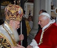 Патриарх Константинопольский Варфоломей I и Папа Римский Бенедикт XVI подписали совместную декларацию после праздничной литургии в Фанаре