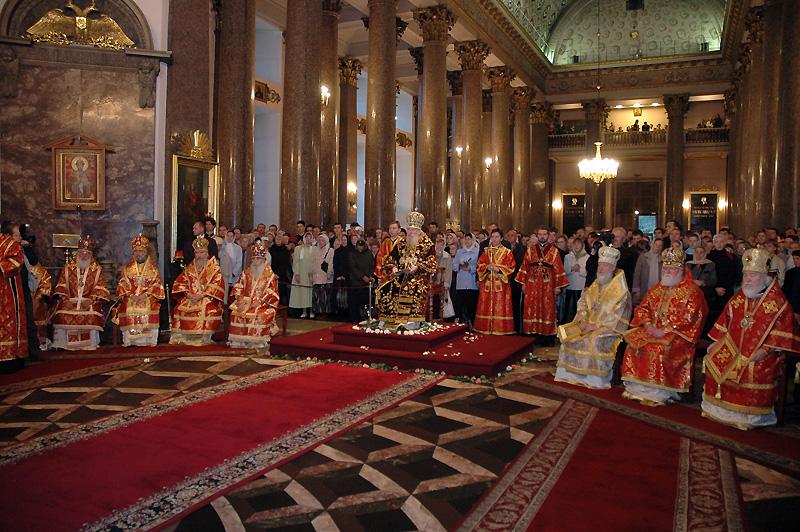 Патриарший визит в Санкт-Петербург. Божественная литургия в праздник Воздвижения Креста Господня.