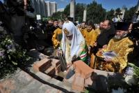 Святейший Патриарх Кирилл совершил чин основания храма в честь Покрова Пресвятой Богородицы в Ясеневе