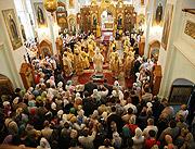 В праздник Собора двенадцати апостолов Святейший Патриарх Кирилл совершил Божественную литургию в главном храме Иоанновского монастыря на Карповке