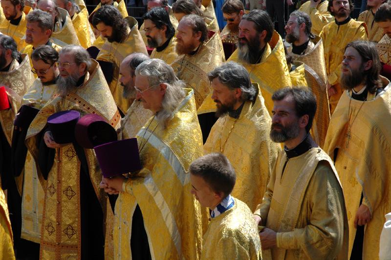 В крестном ходе приняло участие около пятисот священнослужителей
