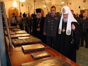 Следственный комитет МВД России передал на хранение Русской Православной Церкви изъятые иконы и церковную утварь