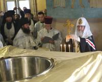 Святейший Патриарх Кирилл впервые совершил молебен на начало Чина мироварения