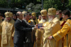 Анатолий Карпов вручает Святейшему Патриарху Алексию орден 'Мира и прогресса'