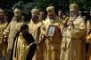 В заключение праздничного молебна Святейший Патриарх благословил иконой великомученика Георгия Победоносца участников крестного хода, посвященного 60-летию Победы в Великой Отечественной войне, который пройдет из Москвы через Киев и Минск