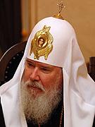 Интервью Святейшего Патриарха Алексия после вручения многодетным матерям награды 'Патриарший Знак материнства'