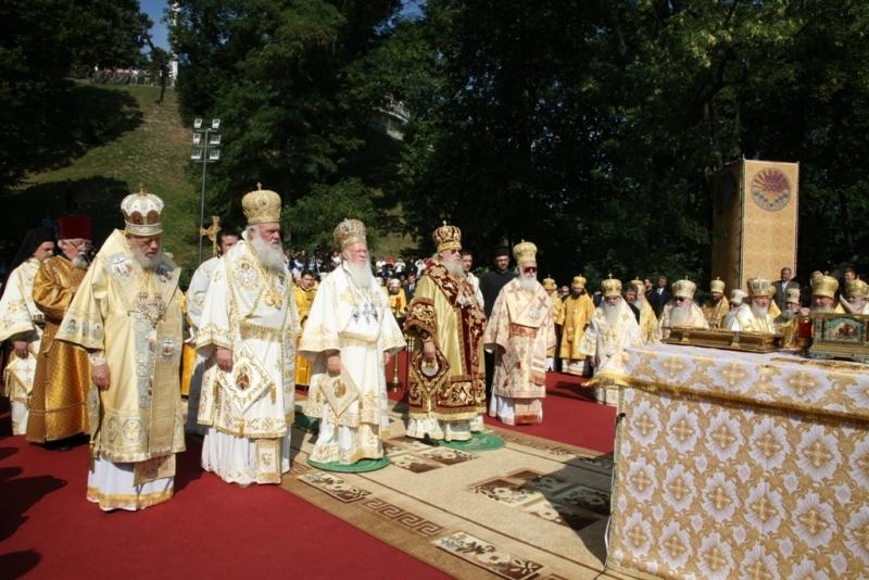 Праздничное совместное богослужение Предстоятелей Православных Церквей на Владимирской горке