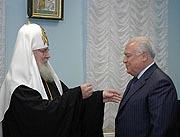 Святейший Патриарх Алексий вручил церковные награды сотрудникам и благотворителям Фонда единства православных народов
