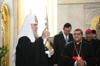Архиепископ Неаполя передал Святейшему Патриарху Алексию частицу мощей святого Януария