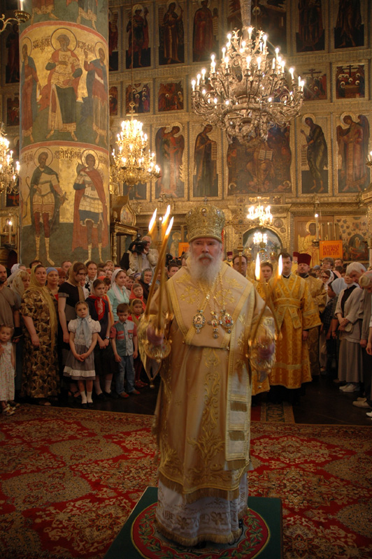 24 мая в день святых равноапостольных Кирилла и Мефодия Святейший Патриарх в Успенском соборе Кремля совершил Божественную литургию