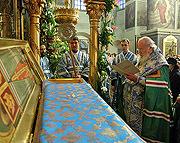 Предстоятель Русской Церкви совершил молебен у раки с мощами святителя Тихона в Донском монастыре