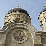 На фасаде собора в Горненском монастыре близ Иерусалима установлены мозаичные иконы