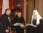 Святейший Патриарх Алексий вручил грамоты создателям фильма 'Остров'