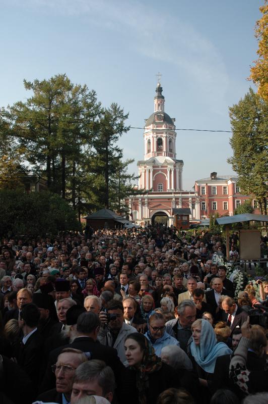 Церемония перезахоронения праха генерала Деникина и философа Ильина