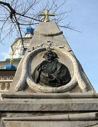 На надгробном памятнике известного русского первопроходца Григория Шелихова установлен крест