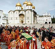 Состоялось перенесение мощей святой благоверной княгини Евфросинии Московской в придел мученика Уара Архангельского собора Московского Кремля